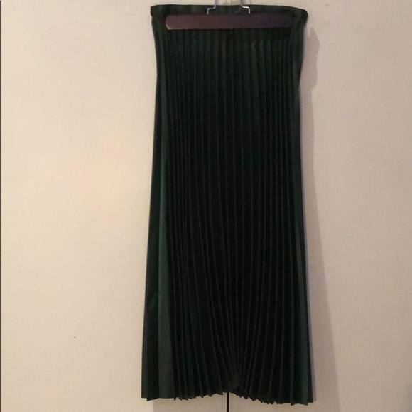 8d72e4b07a Zara Metallic Green Pleated Midi Skirt. M_5c4774fb1b329427a104039f